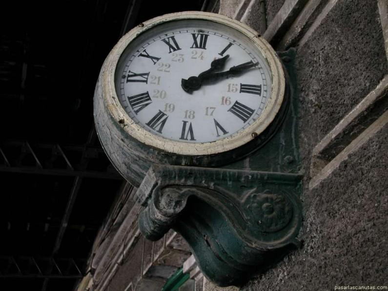 reloj de la antigua estación de Canfranc